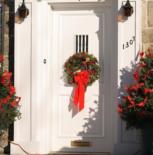 Cómo decorar la puerta de la casa en Navidad